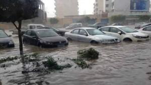صفاقس: هطول أمطار غزيرة تتسبب في شلل شبه كلي لحركة المرور
