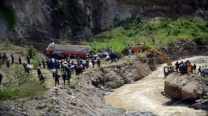 غواتيمالا: مقتل 43 شخصا وإصابة 40 آخرين جراء سقوط حافلة في واد