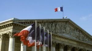 """رئيس حكومة فرنسا يعلن نقاشا برلمانيا الأربعاء حول سوريا """"من دون تصويت"""""""