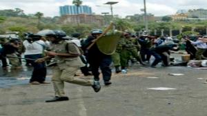 الرئاسة الكينية: 39 قتيلا و150 جريحا في هجوم على مركز تجاري في نيروبي
