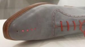 ابتكار حذاء إلكترونيّ يرشدك إلى منزلك