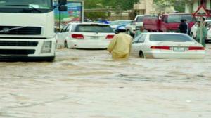 الإمارات: أمطار غزيرة تؤدي إلى تعليق جزئي للدراسة وإغلاق معرض دبي للطيران