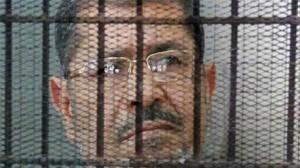 """نقل """"محمد مرسي"""" إلى سجن انفرادي"""