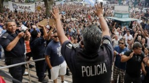 الأرجنتين: 9 قتلى وأنباء عن سقوط 200 جريح في أعمال نهب