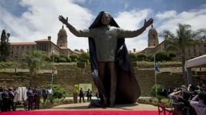 الكشف عن أضخم تمثال لمانديلا في بريتوريا