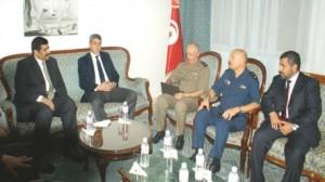 وزير الدفاع الوطني غازي الجريبي يلتقي وزير الدولة لشؤون الدفاع بدولة قطر