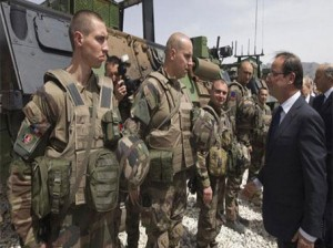 الجيش-الفرنسي-رفقة-هولاند-_صورة-من-الارشيف