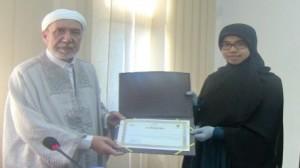 وزارة الشؤون الدّينية تُكرم الفائزة في المسابقة الهاشمية الدولية لحفظ القرآن الكريم