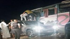 وفاة 9 عمانيين وإصابة 40 آخرين على طريق الأحساء