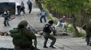 حالات اختناق في الفلسطينيين خلال مواجهات مع قوات الاحتلال