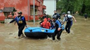 اليابان: أوامر بإجلاء الآلاف وفقدان شخص جراء الفيضانات