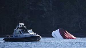 كندا: غرق مركب سياحي