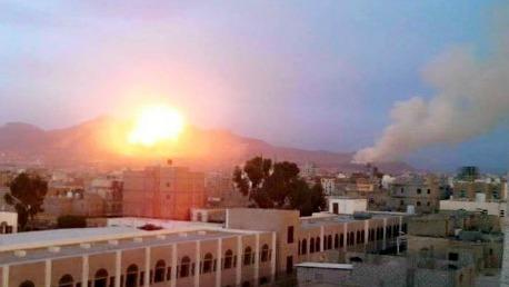 طيران التحالف يقصف معسكر النهدين في صنعاء