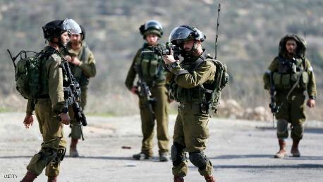 مقتل فلسطيني بغزة وإصابات وحالات اختناق بالضفة