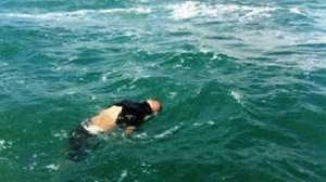 جثة في البحر