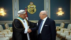 """""""السبسي"""" يمنح سفير عمان الصنف الأول من وسام الجمهورية"""