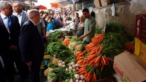 """""""السبسي"""" يُؤدي صباح اليوم زيارة فجئية لسوق باب الفلة"""