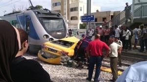حمام الشط: اصطدام سيارة أجرة بقطار يسفر عن اضرار بدنية ومادية