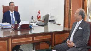 رئيس حكومة تصريف الأعمال يجتمع بوزير الشؤون الدينية