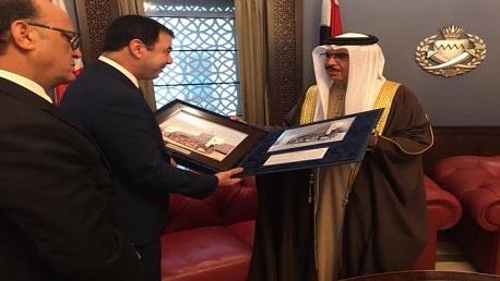 وزير الدّاخلية يجتمع بنظيره البحريني