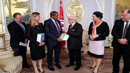 اللجنة الدولية لتمويل فرص التعليم تُسلّم تونس توصيات لتحسين أداء التعليم