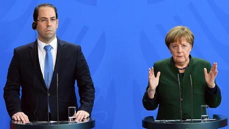 """""""ميركل"""" : دعم مالي كبير للعائدين من اللاجئين بألمانيا إلى تونس"""