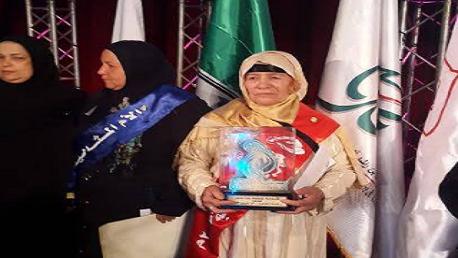 تكريم فاطمة الغزلاني كأم مثالية تونسية