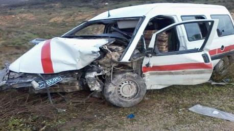 القيروان: انقلاب سيارة أجرة يُؤدي لوفاة سائقها وإصابة جميع ركابها