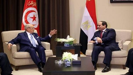 خلال القمة العربية: السبسي يدعو الرئيس المصري لزيارة تونس