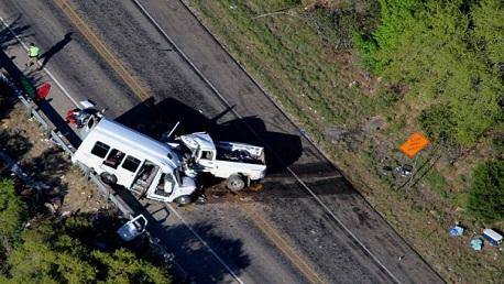 تكساس: مصرع 13 شخصًا إثر اصطدام حافلة تابعة لكنيسة بشاحنة
