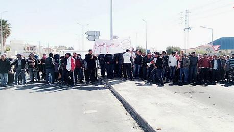 """الكاف: عمّال مصنع """"الكابل"""" في مسيرة رمزية نحو العاصمة"""