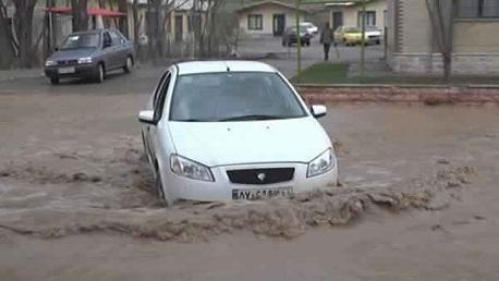 إيران: 14 قتيلا وفقدان العشرات جراء الفيضانات