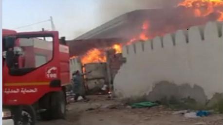 القيروان: إخماد حريق ضخم بمصنع ملابس مستعملة