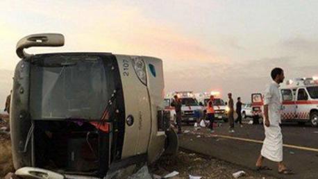 مصرع 6 معتمرين أردنيين وإصابة 38 آخرين في انقلاب حافلة