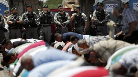 لليوم الـ11: المقدسيون يواصلون اعتصامهم أمام أبواب الأقصى