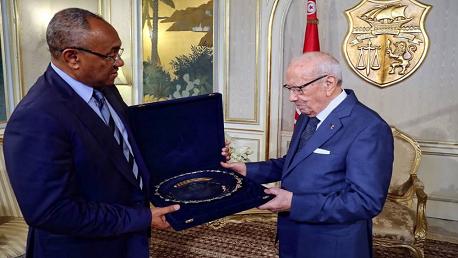 """رئيس الجمهورية يلتقي رئيس الكاف """"أحمد أحمد"""""""