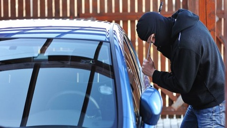 سرقة السيّارات وتفكيكها