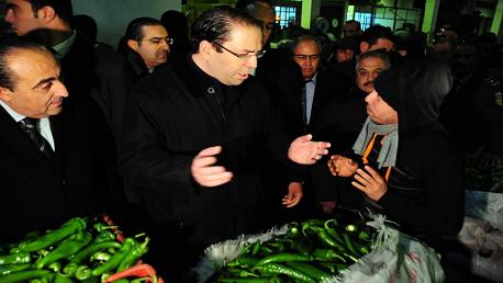 الشاهد يُؤدي فجر اليوم زيارة إلى سوق الجملة ببئر القصعة