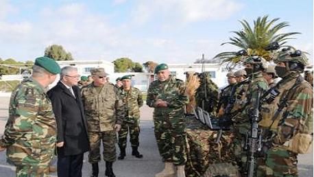 وزير الدفاع الوطني يؤدي زيارة تفقد إلى فيلق القوات الخاصة والفيلق 61 هندسة ببنزرت