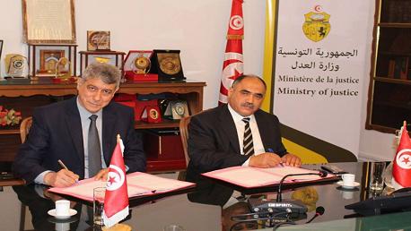 وزير العدل ورئيس الهيئة الوطنية للوقاية من التعذيب يوقعان على اتفاقية تعاون بين الوزارة والهيئة