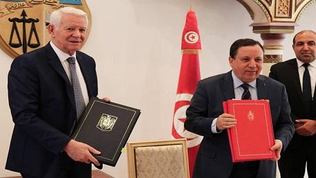 وزير الشؤون الخارجية خميس الجهيناوي وزير خارجية رومانيا Teodor-Viorel Meleşcanu،