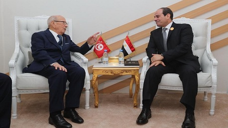 """""""السبسي"""" يُهنئ السيسي بفزه برئاسة ثانية"""