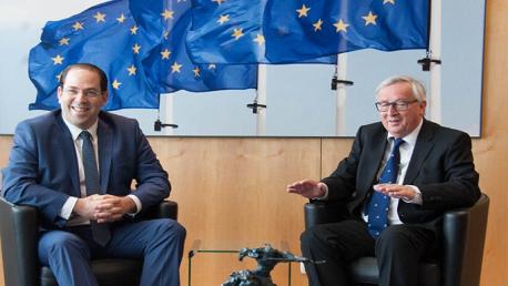 رئيس الحكومة يوسف الشاهد يجري بعد ظهر اليوم بمقر المفوضية الاوروبية ببروكسيل محادثة مع جون كلود جنكار Jean-Claude Juncker رئيس المفوضية.