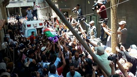 """في جنازة مهيبة: فلسطين تُودّع الشهيدة """"رزان النجار"""""""