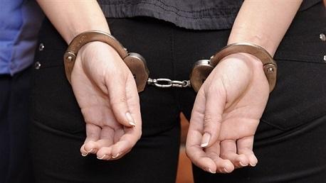 القبض امرأة