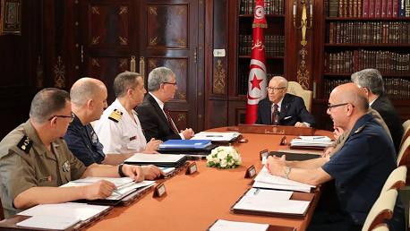 المجلس الأعلى للجيوش يجتمع برئاسة السبسي
