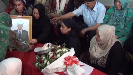 أهالي دوار هيشر يشيّعون جثمان الشهيد عربي القيزاني إلى مثواه