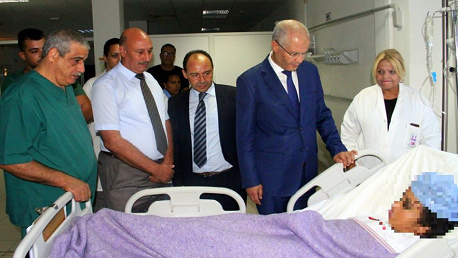 وزير الصحة السيد عماد الحمامي يعود، مساء اليوم الاربعاء 29 أوت بمستشفى شارل نيكول بالعاصمة، الفتاة ضحية الجريمة البشعة