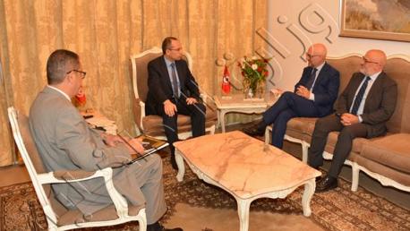 """لقاء هشام الفراتي بمقرّ الوزارة سفير إيطاليا بتونس """" لورنزو فنارة"""