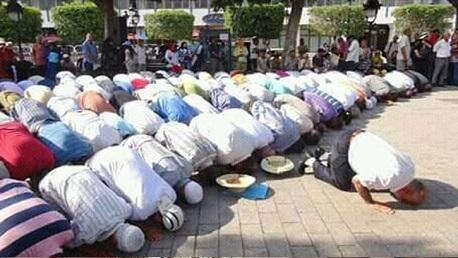 الداخلية تتبع حزبًا سياسيًّا أدى الصلاة بشارع الحبيب بورقيبة